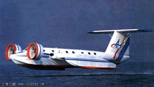 飞机一公里多少油